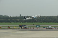 Star Alliance aircraft taking off Royalty Free Stock Images