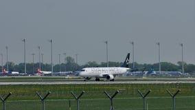 Star Alliance echa en chorro sacando del aeropuerto de Munich, MUC metrajes