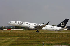 Star Alliance-United Airlines-Boeing 757 Stock Image