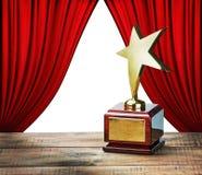 Star a concessão e cortinas vermelhas com espaço para o texto Imagem de Stock Royalty Free