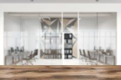 Star il modello della parete e la sfuocatura dell'ufficio dello spazio aperto di vetro Fotografia Stock Libera da Diritti