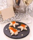 Star o pão com caviar vermelho, Champagne, cartão Foto de Stock Royalty Free