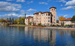 A 5 STAR RESORT AND A BEAUTIFUL LAKE. The new 5 star wing of the Broadmoor against her lake royalty free stock image