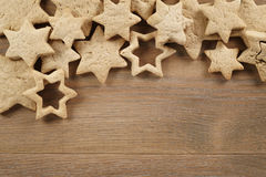 Star shaped gingerbread cookies on wooden background border Royalty Free Stock Photos