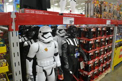 Star Wars Stormtrooper och till salu Darth Vader leksaker Royaltyfri Foto