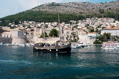 Stara łódź blisko Dubrovnik zdjęcie stock