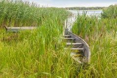 Stara łódź na jeziornym Svitiaz Zdjęcie Royalty Free