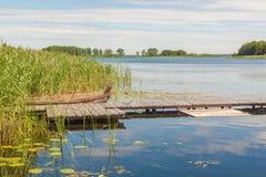 Stara łódź na jeziornym Svitiaz Zdjęcia Royalty Free