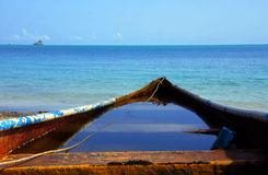 Stara łódź na oceanie Obraz Royalty Free