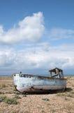 Stara łódź przy Dungeness, Kent, Anglia. Zdjęcia Royalty Free