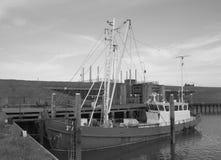 Stara łódź rybacka w czarny i biały fotografii Obrazy Stock