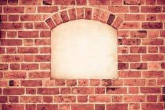 Stara łękowata łuk nisza z kopii przestrzenią w ściana z cegieł tle Obrazy Royalty Free