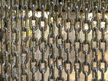 Stara łańcuch ściana w ogródzie Zdjęcia Royalty Free