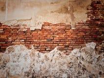 Stara łamająca ściana. obrazy stock