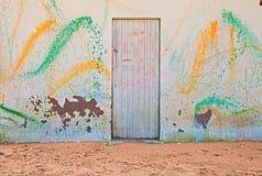 Stara ściana z barwioną kiścią farba zdjęcie royalty free