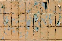 Stara ściana z białymi płytkami Zdjęcia Stock