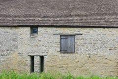 Stara ściana z lągiem, drzwi/ zdjęcie royalty free