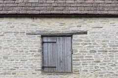 Stara ściana z lągiem, drzwi/ fotografia royalty free