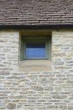 Stara ściana z lągiem, drzwi/ fotografia stock