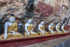 Stara świątynia z Buddha statuami w Kawa matole Zdjęcia Royalty Free