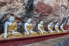 Stara świątynia z Buddha statuami w Kawa matole Zdjęcie Royalty Free
