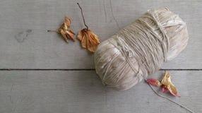 Stara święta nić i suszy kwiatu Fotografia Stock