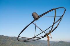 Stara anteny satelitarnej rama w górze Zdjęcia Royalty Free