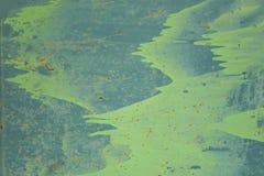 Stara błękitna metal ściany osłona z plamami zielona farba, narysy i kropki brąz rdzy szorstkiej powierzchni tekstura, obraz stock