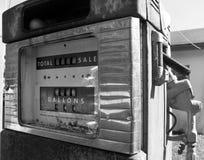 Stara benzynowa pompa Zdjęcia Royalty Free