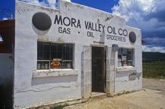 Stara benzynowa stacja i sklep spożywczy Zdjęcie Royalty Free