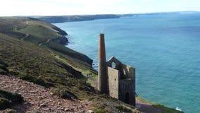Stara Blaszana kopalnia zostaje na falezach w Cornwall UK Obrazy Stock