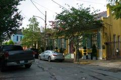 Stara bourbon ulica, Nowy Orlean, Luizjana Starzy domy w dzielnicie francuskiej Nowy Orlean obraz stock