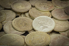 Stara brudna kolekcja monety dla sprzedaży fotografia stock
