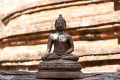 Stara Buddha statua przy świątynią Zdjęcie Royalty Free