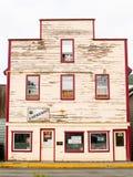Stara budynek fasada w potrzbie odmalowywa i utrzymanie z Espr Zdjęcie Stock