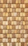 Stara ceramiczna mozaika na ścianie, wietrzeć płytki, kwiecisty temat Zdjęcia Royalty Free