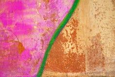 Stara ciemnego brązu ściany zieleń podpisuje graffiti Obraz Stock
