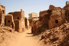 Stara część pustynny grodzki Mut w Dakhla oazis w Egipt, zaludnia wciąż żywego tutaj (cytadela) Zdjęcie Stock