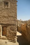 Stara część pustynny grodzki Mut w Dakhla oazis w Egipt, zaludnia wciąż żywego tutaj (cytadela) Zdjęcia Stock