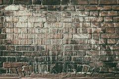 Stara czerwona ściana z cegieł w białej farbie - zatarty retro grunge backgroun fotografia royalty free