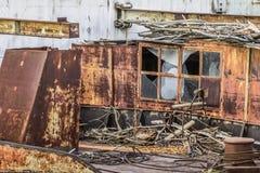 Stara Decommissioned barka Przy statku Junkyard Na Sava rzece - Jest Fotografia Stock