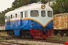 Stara dieslowska lokomotywa Żadny 530 w sztachetowym jardzie Fotografia Royalty Free