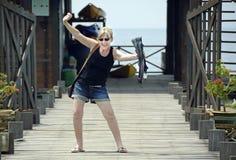 Stara dojrzała kobieta excited na wyspa kurorcie iść akwalungu pikowanie dla pierwszy czasu Obraz Royalty Free