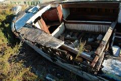 Stara drewniana łódź z roślinami Fotografia Royalty Free