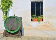 Stara drewniana baryłka dla wina Klasyczny wino loch w Europa Wino scenary Zdjęcia Stock