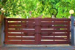 Stara Drewniana brama na głównym wejściu Fotografia Stock