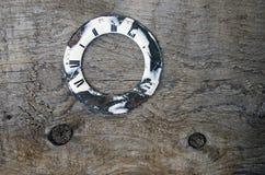 Stara drewniana deska z zegarowej tarczy tłem Zdjęcia Stock