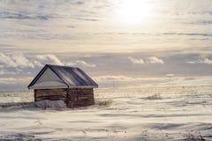 Stara Drewniana jata w zima śniegu krajobrazie Zdjęcie Royalty Free