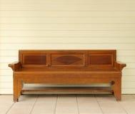 Stara drewniana kanapa Zdjęcia Stock