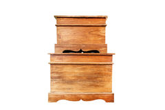 Stara drewniana klatka piersiowa odizolowywa na bielu Fotografia Royalty Free
